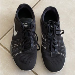 Nike fire TR6 black and white women tennis shoes